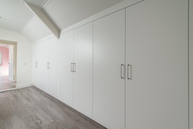 Inrichten Schuin Dak Licht Hetkastenhuis : Schuifdeurkasten slaapkamer ...